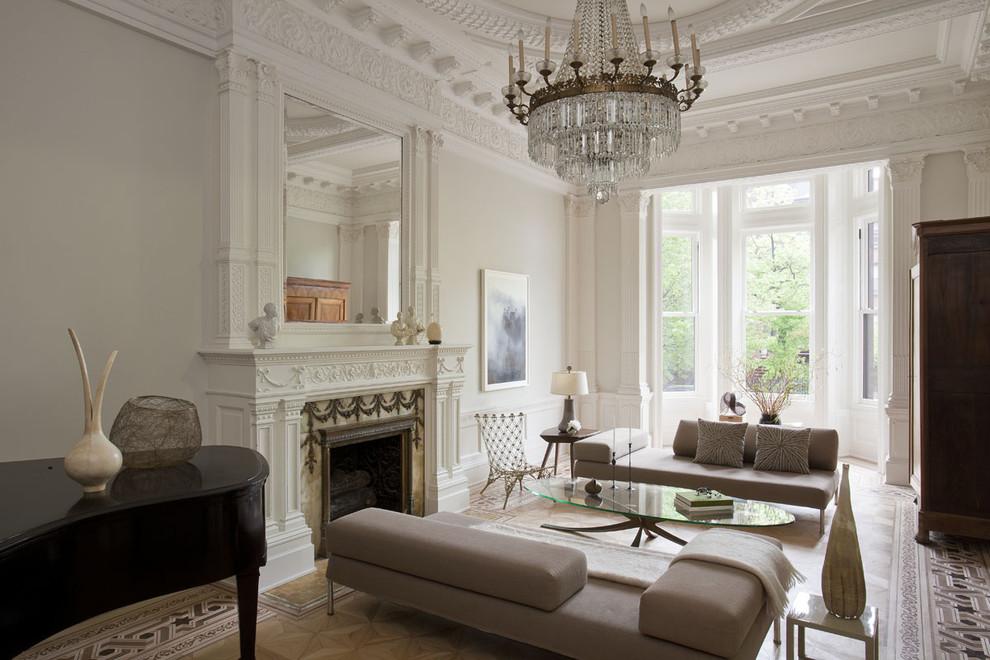 Выполненная в стиле неоклассика гостиная станет воплощениемблагородной роскоши в доме