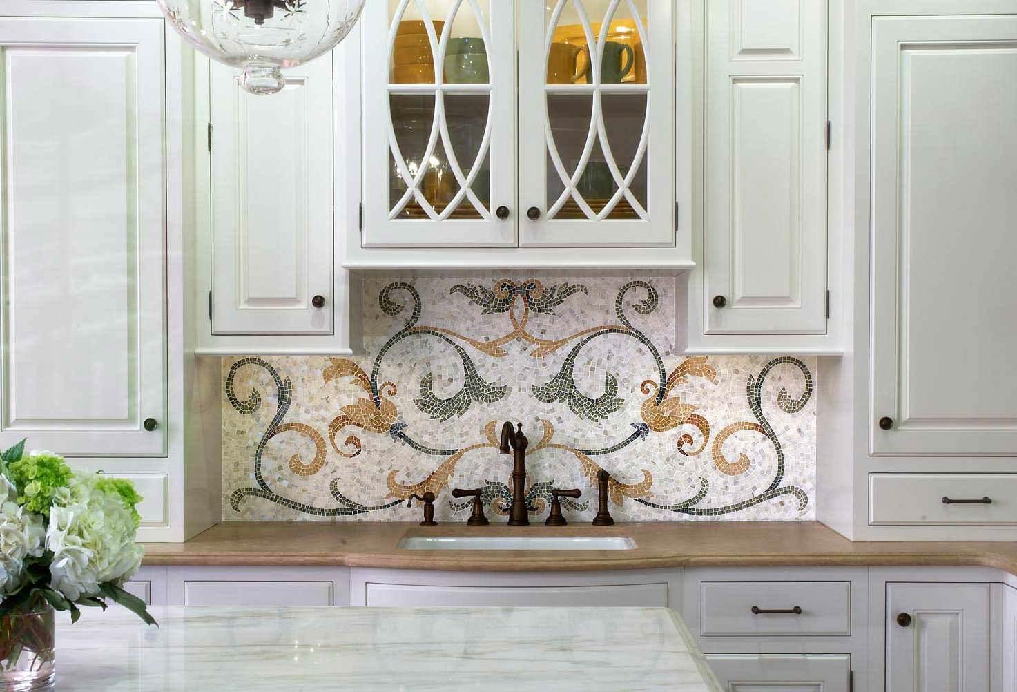 Мозаичный орнамент над зоной раковины