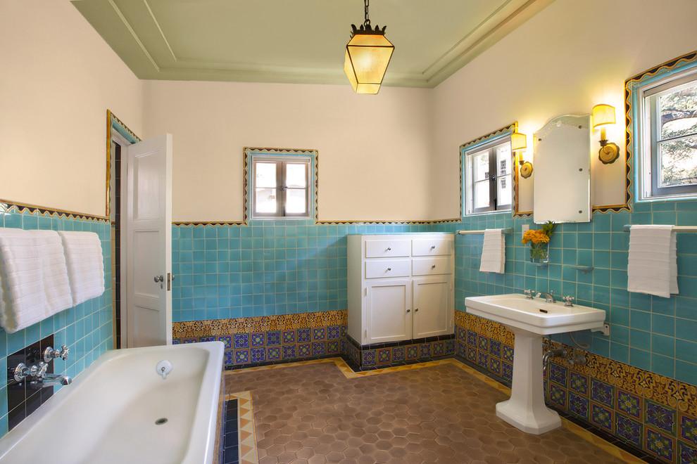 Роскошная ванная комната в восточном стиле с марокканской керамической плиткой