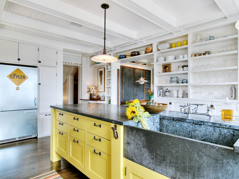 Нежный и воздушный интерьер белоснежный кухни в духе стиля лофт
