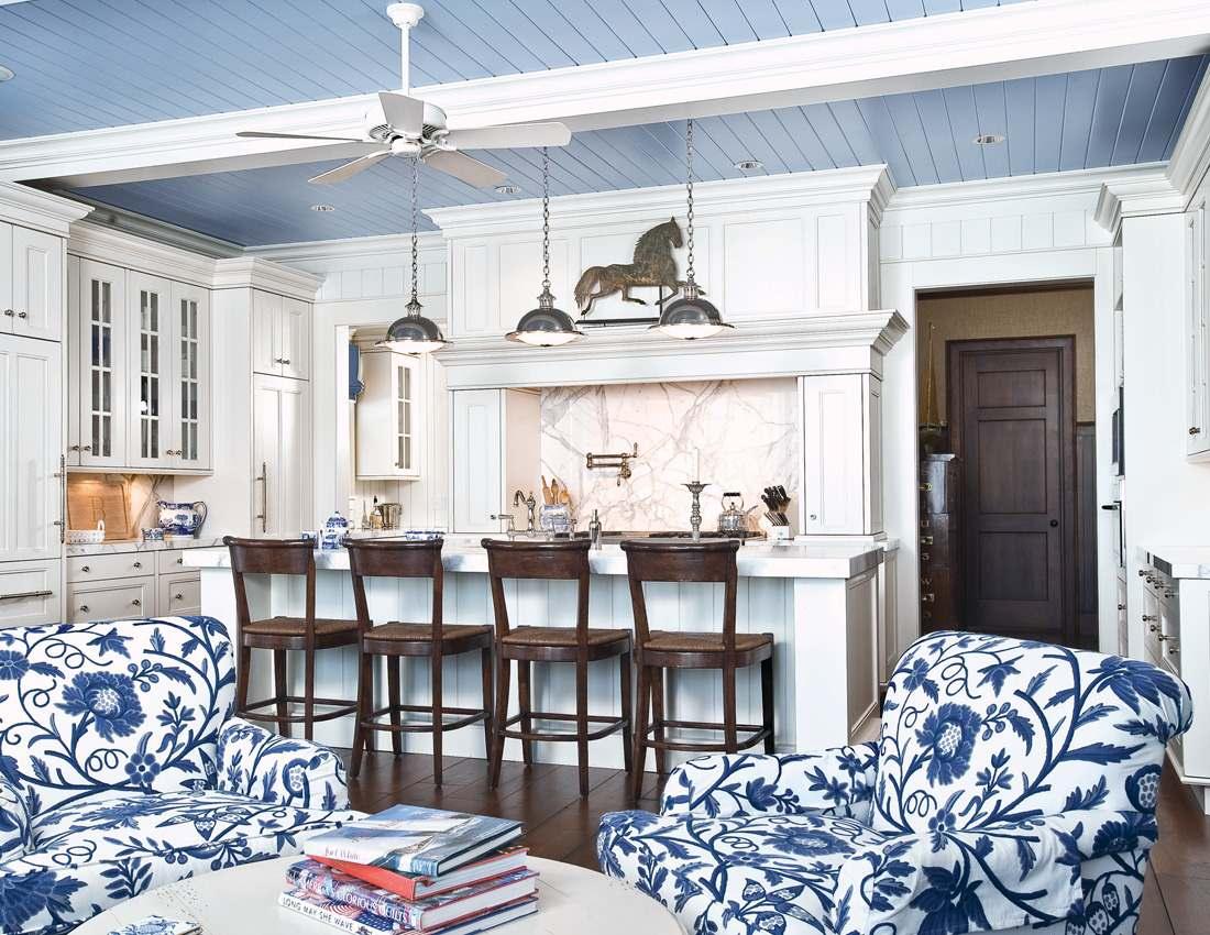 Благородный насыщенно-синий – замечательный выбор для кухни