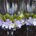 Декор свадебных бокалов: избранные мастер-классы и трендовые идеи оформления в 2019 году фото
