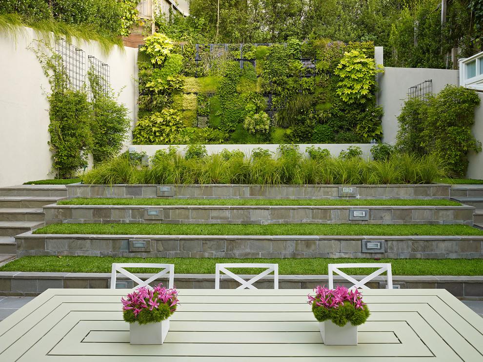 Вертикальный сад смотрится очень эффектно