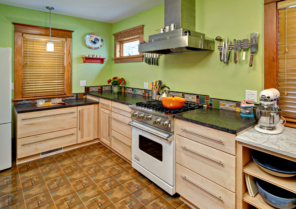 Плотный линолеум с плиточным рисунком в кухне