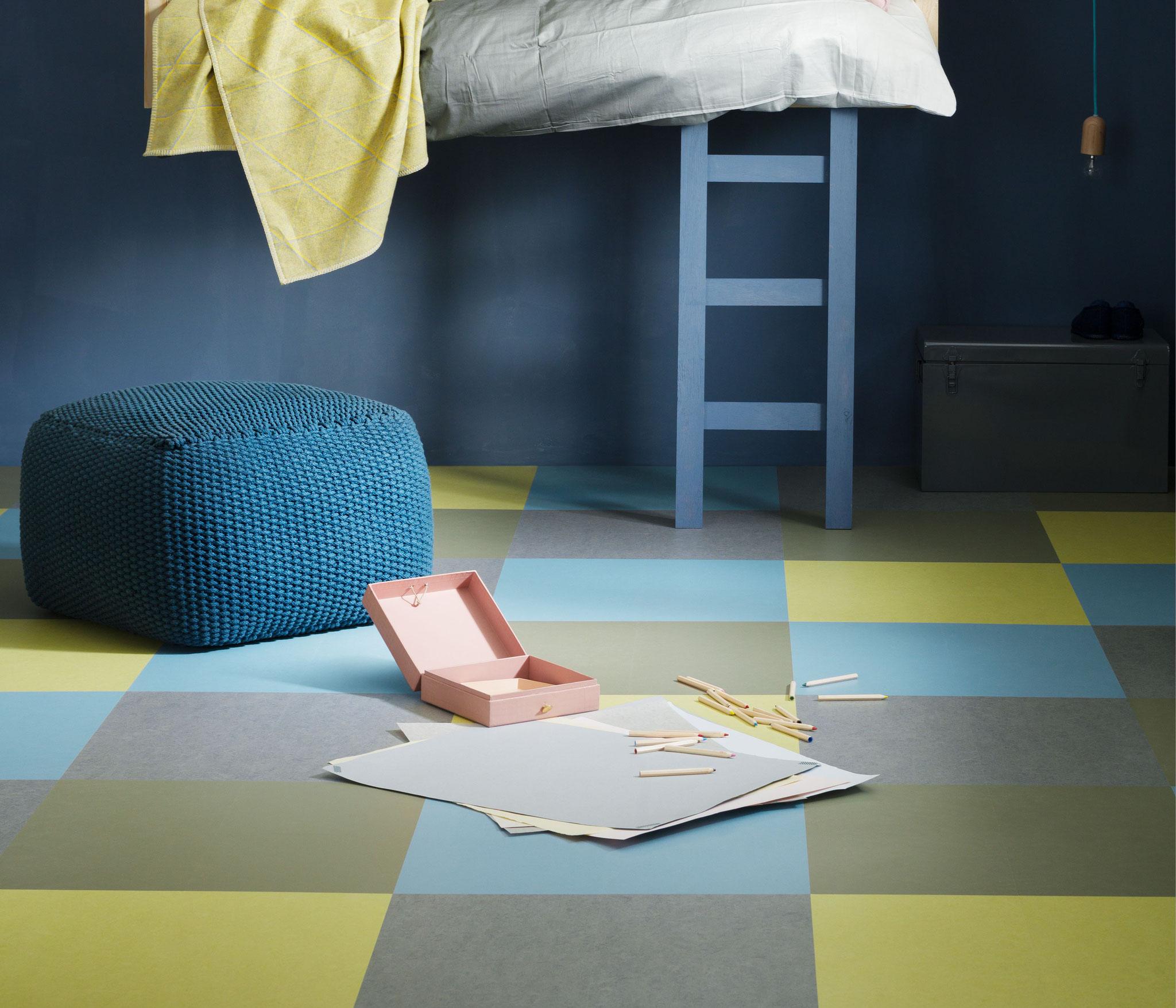 Детская комната в спокойных сине-зеленых тонах