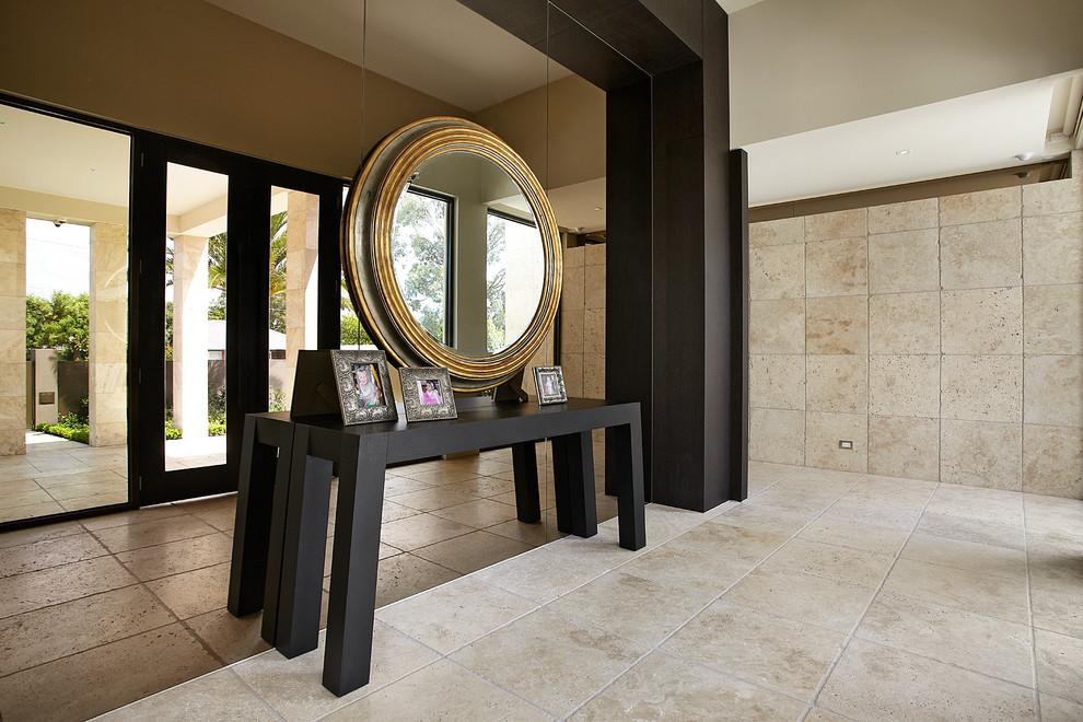 Консольный столик с красивым круглым зеркалом