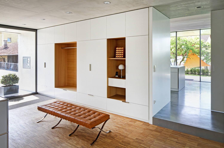 Компактность и функциональность - то что больше всего нам нужно от мебели, которую мы выбираем для своей прихожей