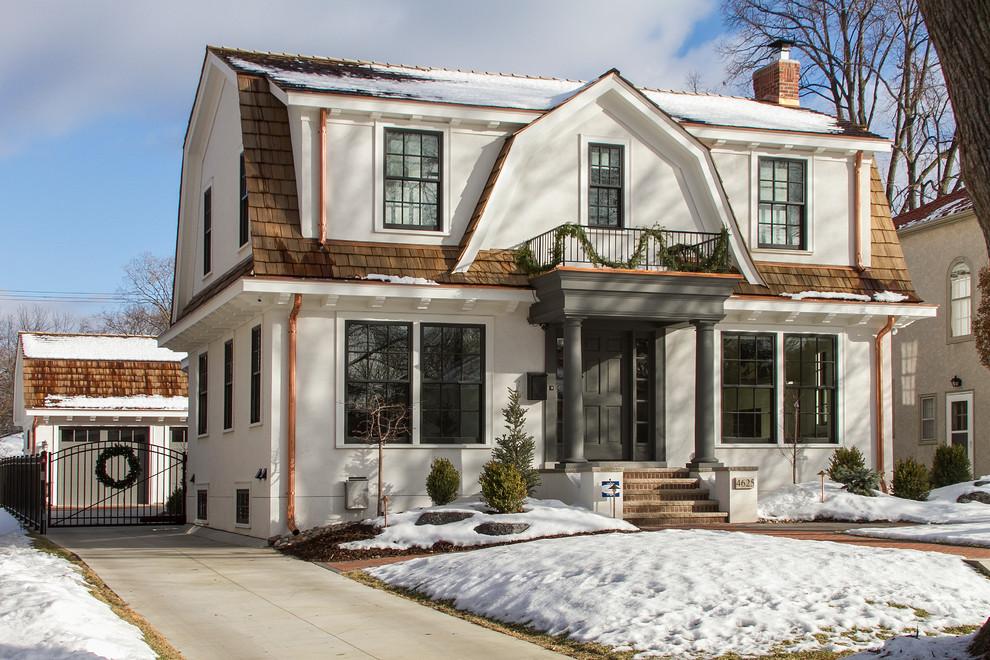 Частный дом в классическом стиле, построенный из пеноблоков