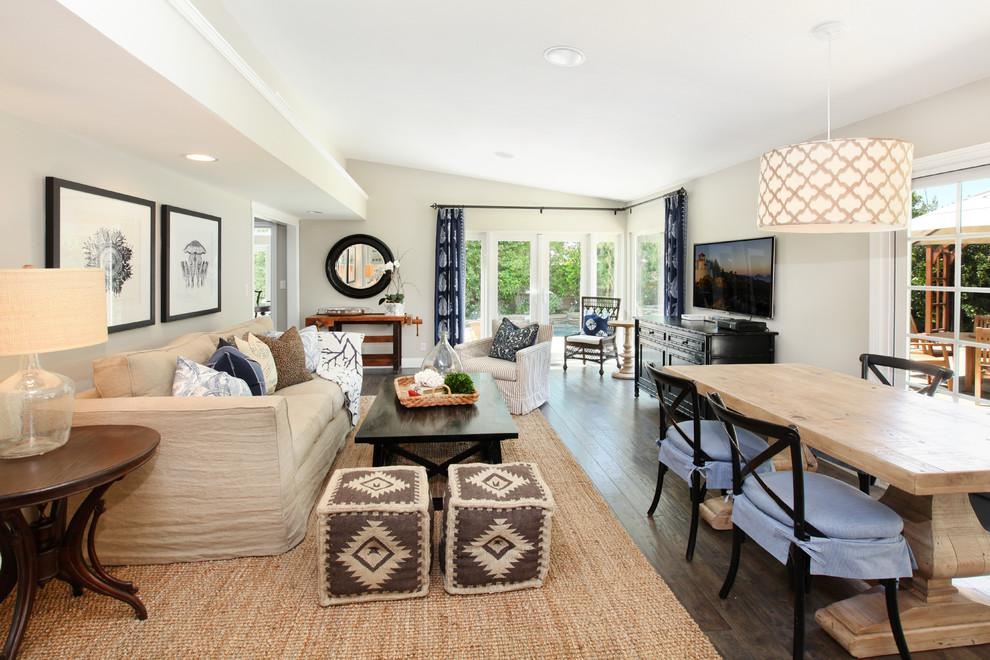 Обивка мебели из мешковины в интерьере квартиры-студии