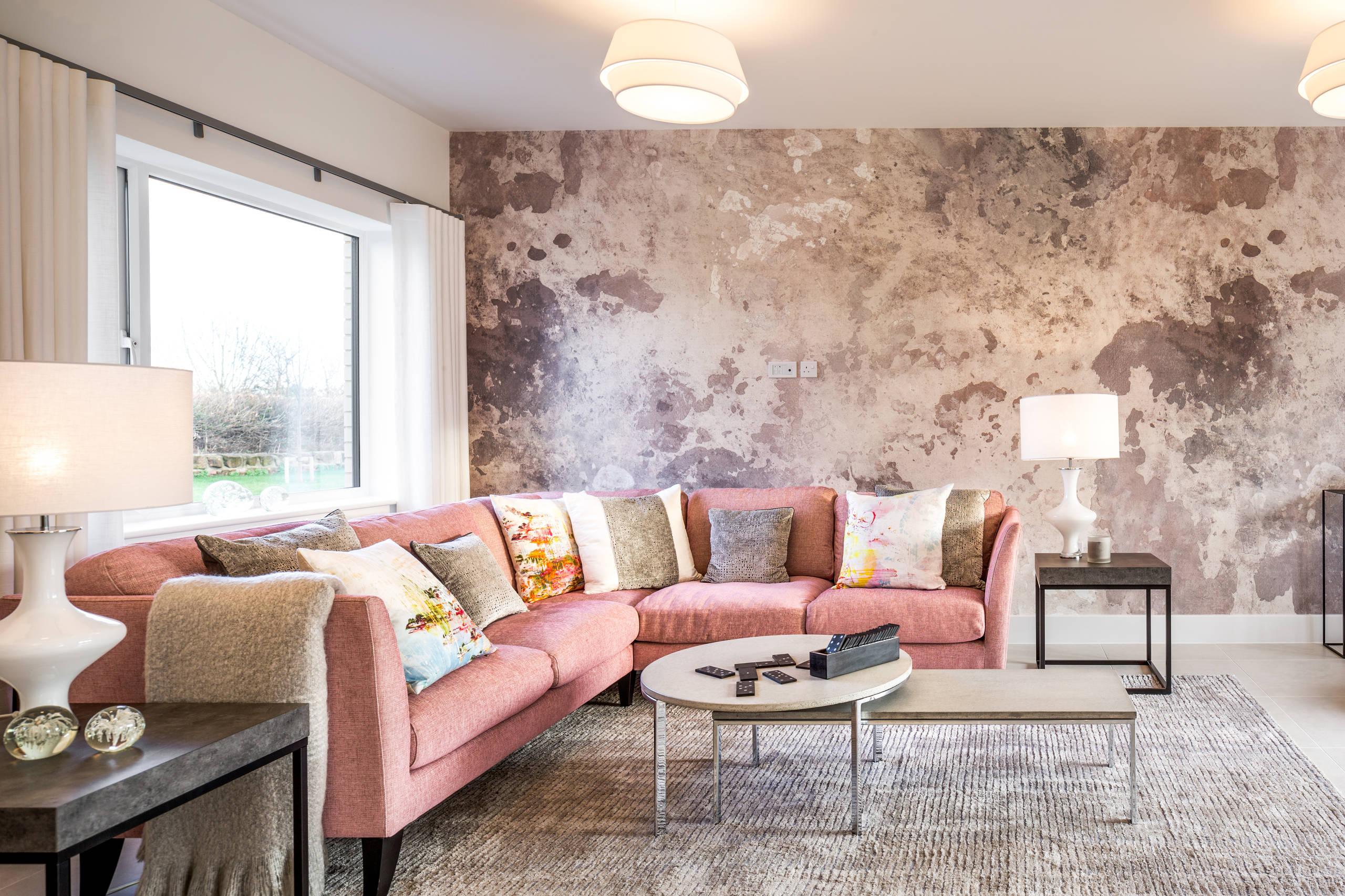 Несмотря на то что бетонные покрытия всегда ассоциировались с помещениями заводов и фабрик, обои под бетон все же могут создать уютную атмосферу в вашей квартире