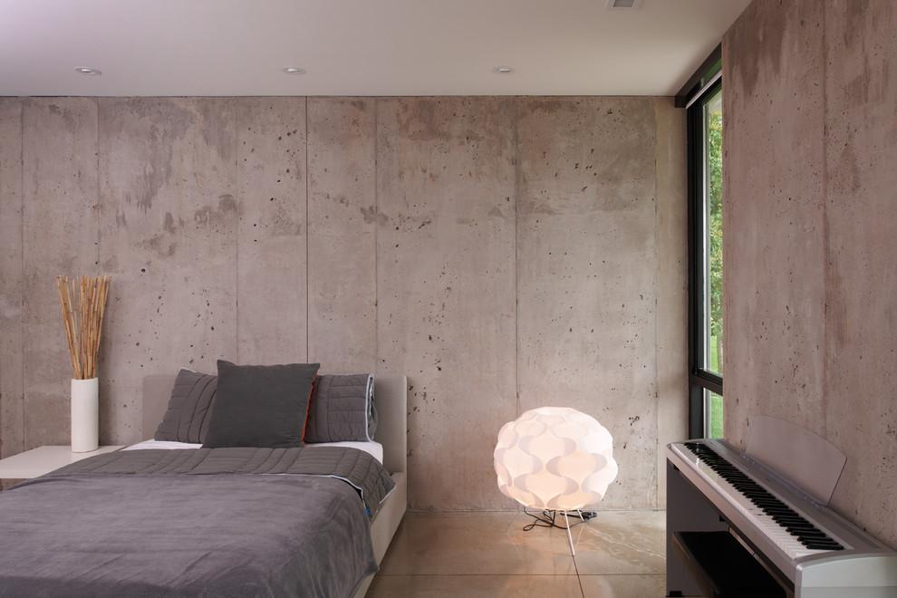 Обои под бетон отлично поддерживают легкую и светлую атмосферу в просторной спальне