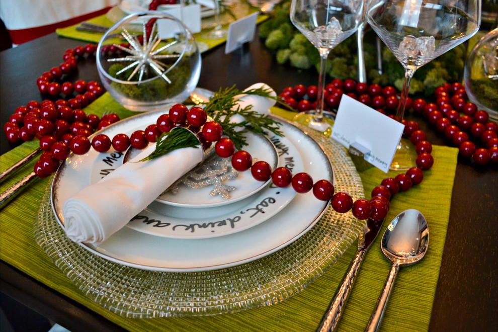 Красивый новогодний декор праздничного стола