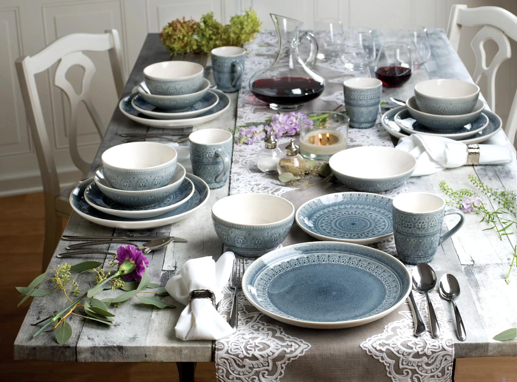 Современные столовые сервизы имеют множественные вариации форм, размеров и рисунков
