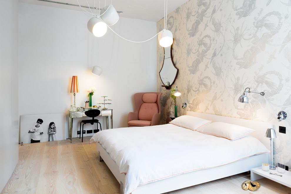 Белый цвет сделает вашу спальню более светлой