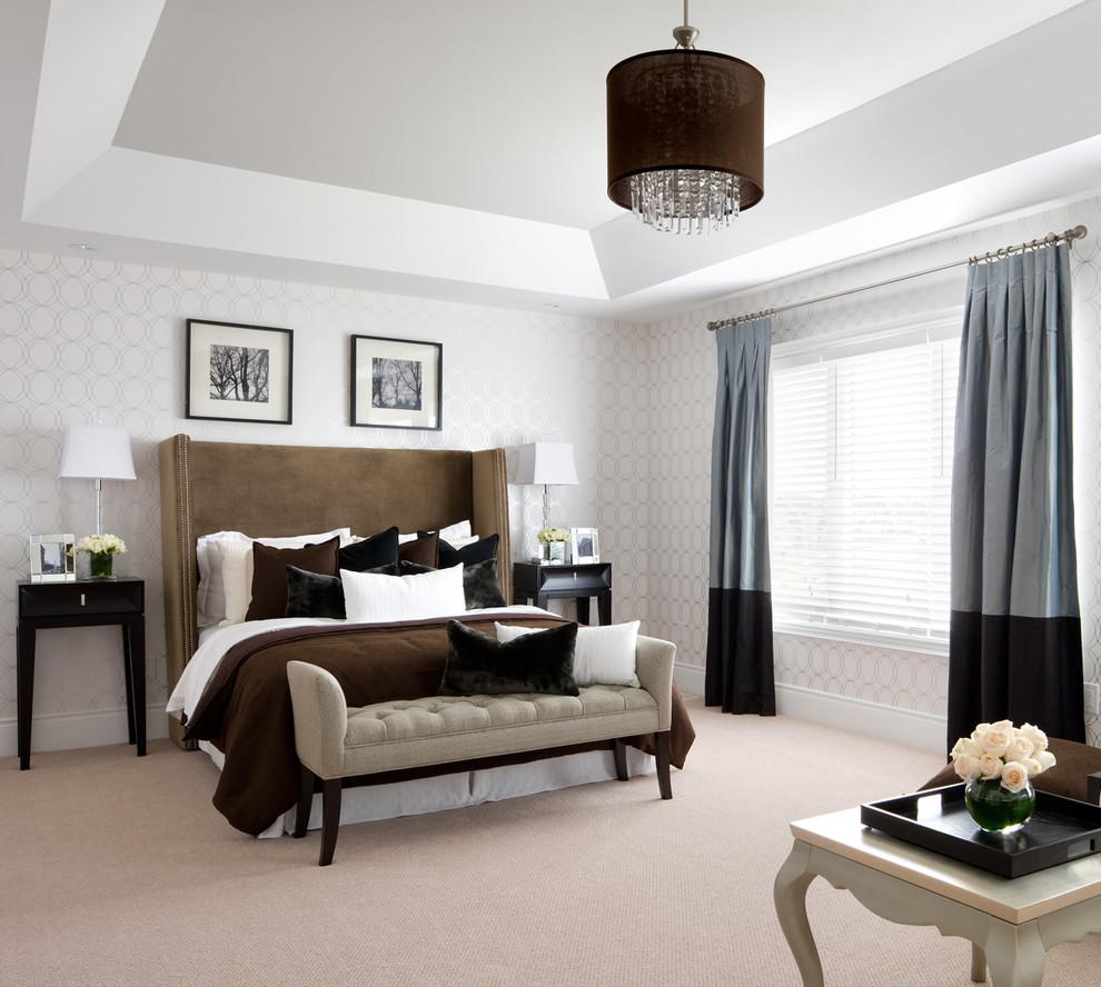 Классическая спальня в белых тонах - величественно и красиво