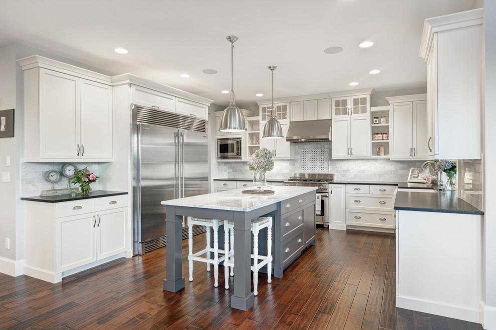 Классический стиль в интерьере белой кухни
