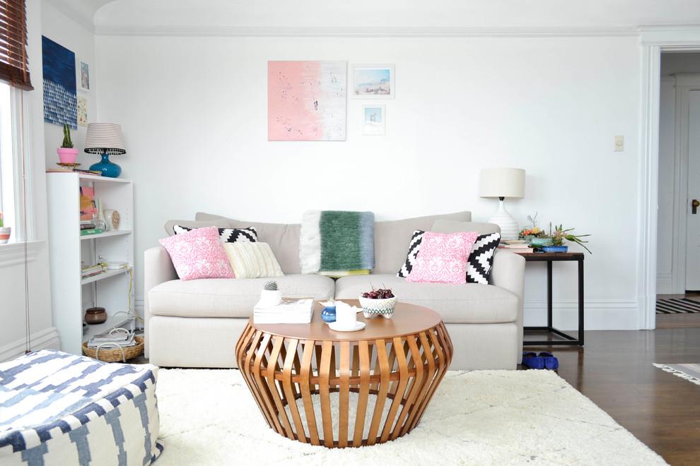 К расположению дивана в помещении, особенно в небольшом, нужно отнестись очень тщательно, ведь диван может как сэкономить пространство, так и значительно уменьшить его