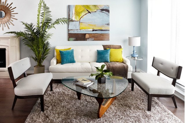 Нужно отметить, что диван выполнен в светлых оттенках практически всегда смотрится выигрышно практически на любом фоне