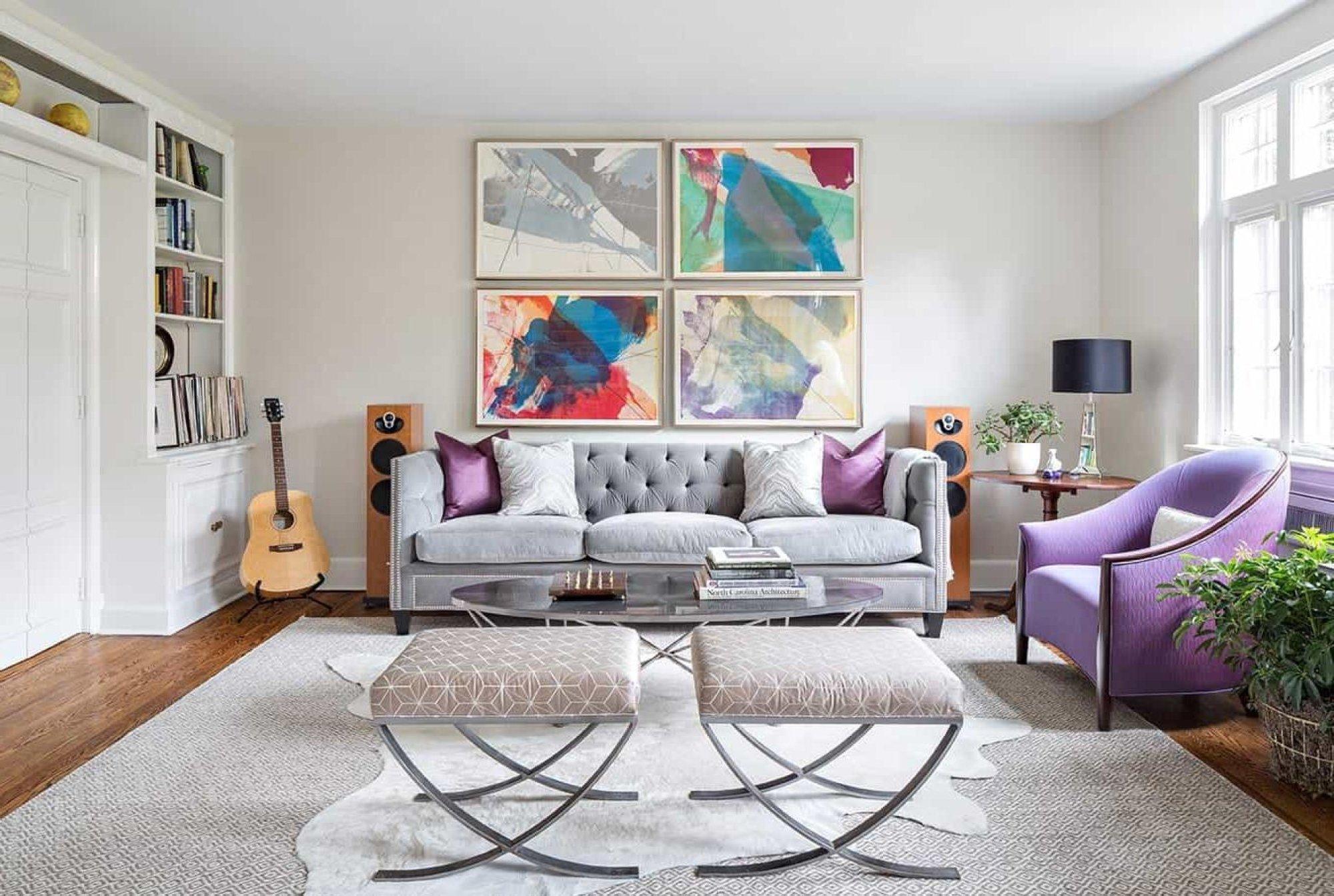 Нужно помнить, что именно мелкие детали: подушки, картины, светильник или цветы, способны создать особенную атмосферу, именно они способны отлично дополнить дизайн комнаты и гармонично вписаться в интерьер помещения