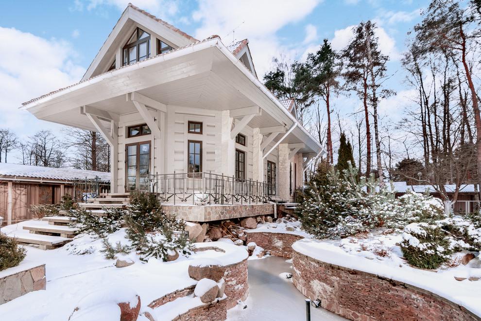 Белоснежный загородный дом из бруса с оригинальным дизайном