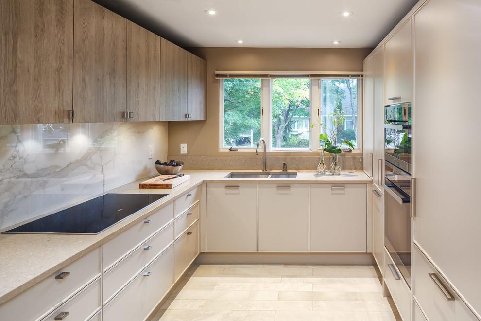 Красивое сочетание текстуры мрамора и дерева в дизайне кухни