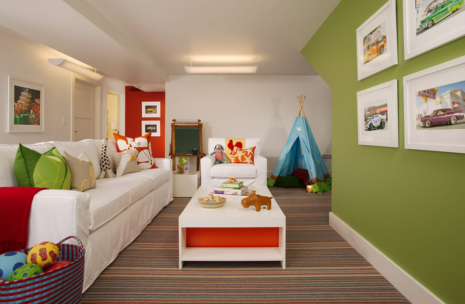 Белый цвет дивана в детской или игровой комнате? Да, это возможно - с помощью съемного чехла