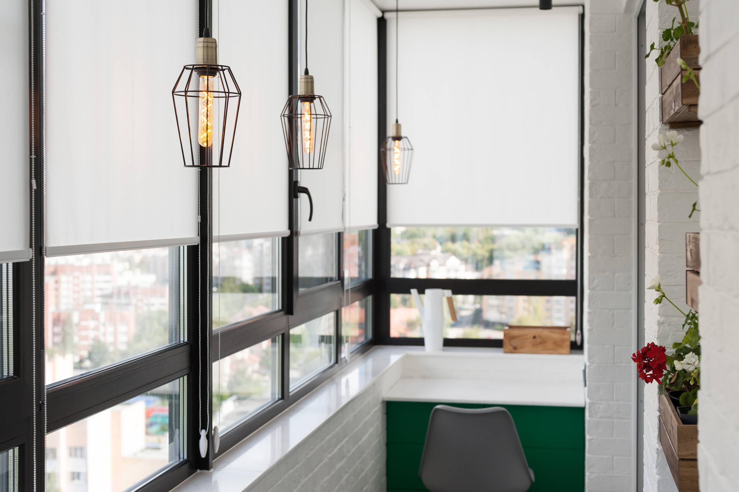 Интерьер застекленного балкона в стиле лофт