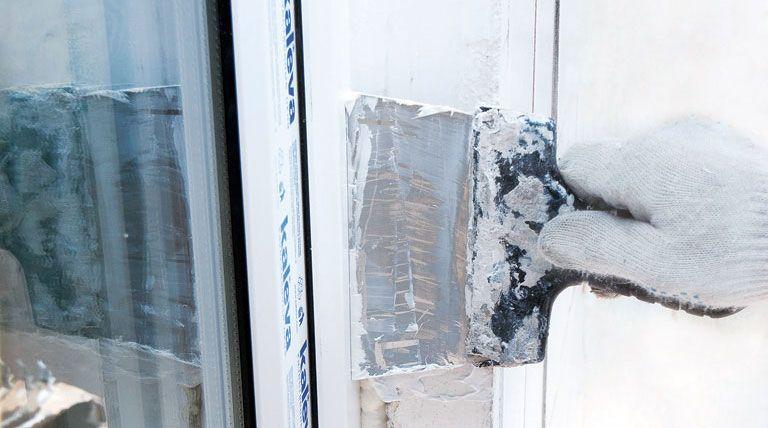 Монтаж откосов — это один из завершающих этапов установки балконной рамы