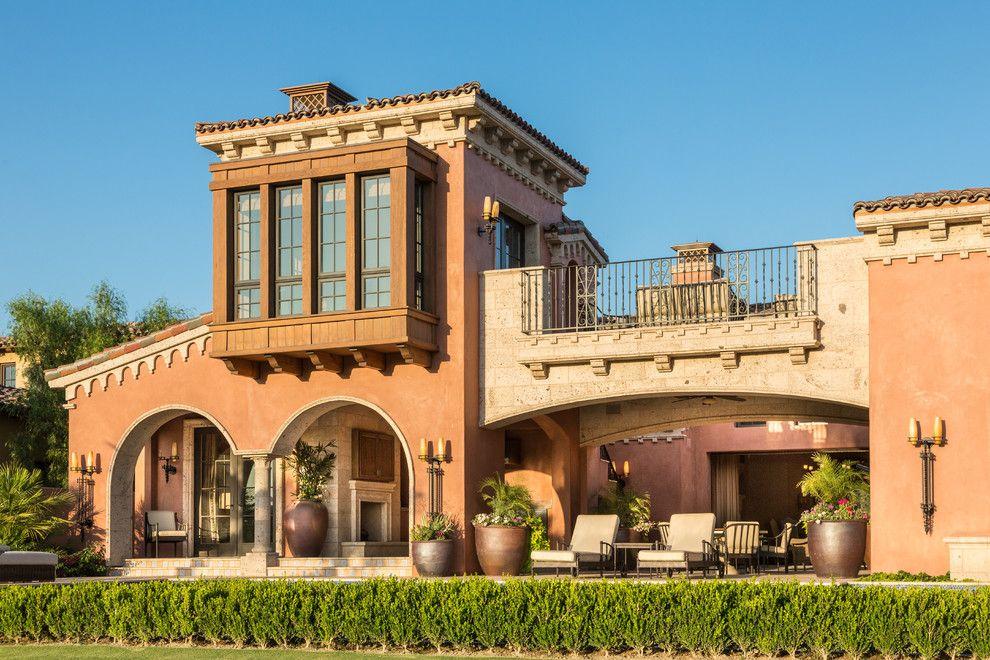 Загородный особняк в средиземноморском стиле с французскими окнами