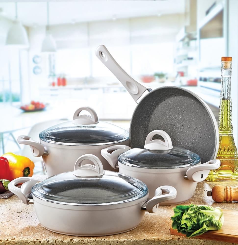 Посуда с мраморным покрытием имеет привлекательный вид