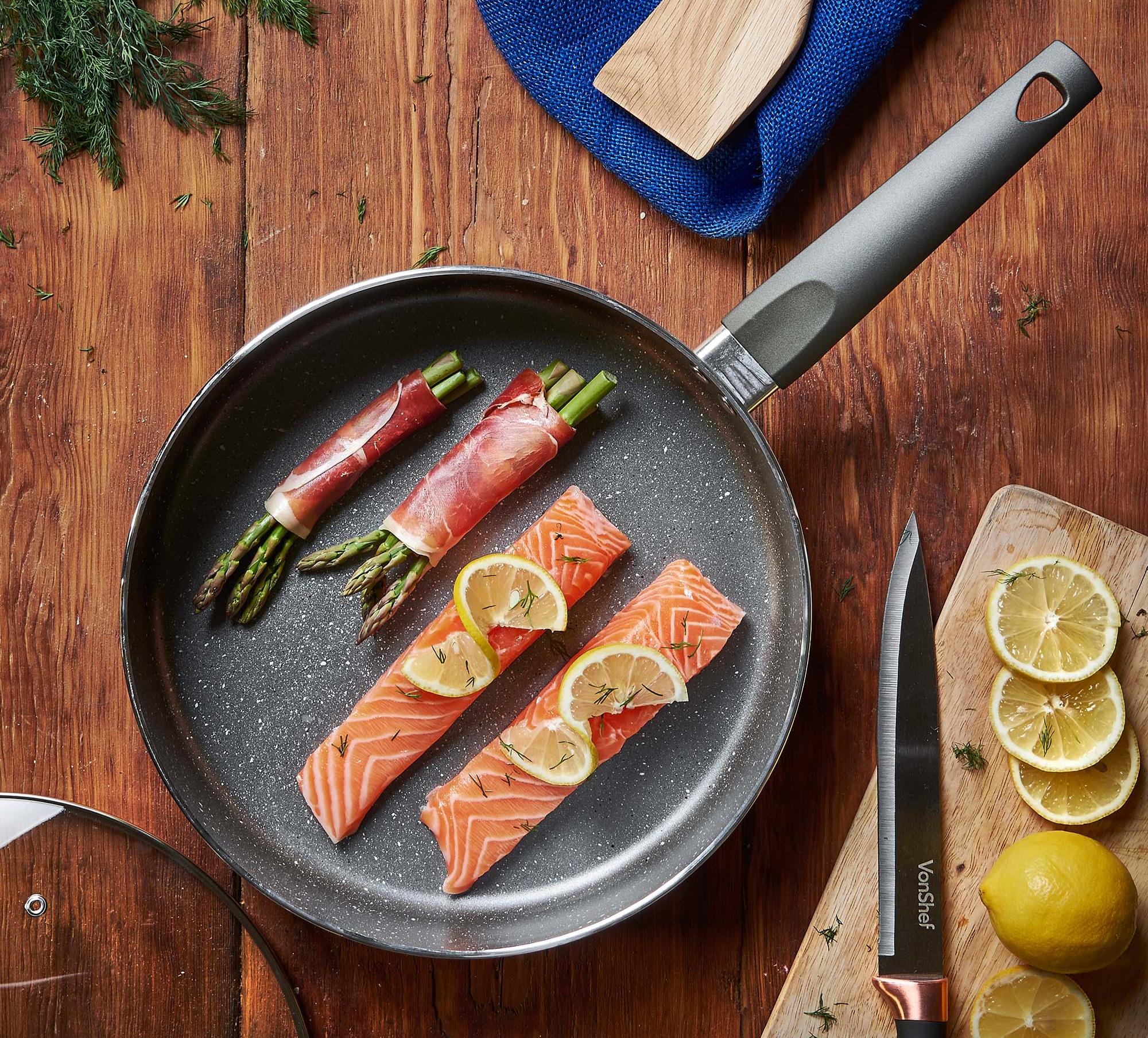 Во время готовки на мраморной сковороде нельзя использовать металлические лопатки и ложки
