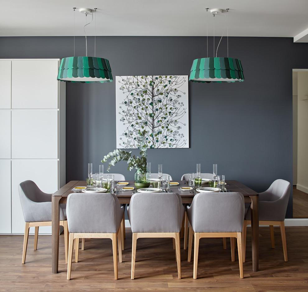 Уютный интерьер столовой, оформленный в пастельных тонах
