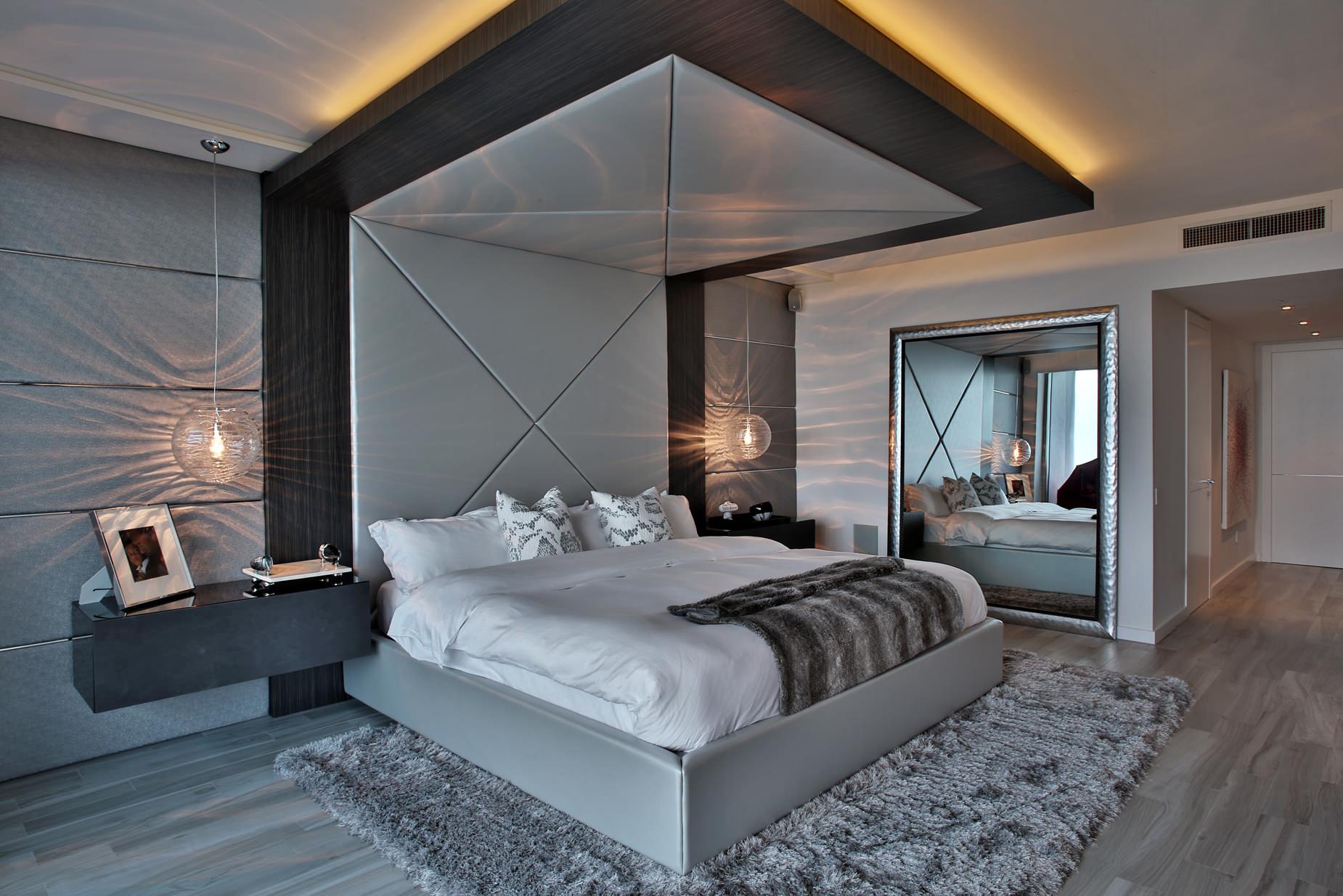 Уютная серо-пурпурная спальня убаюкивает неоновой подсветкой