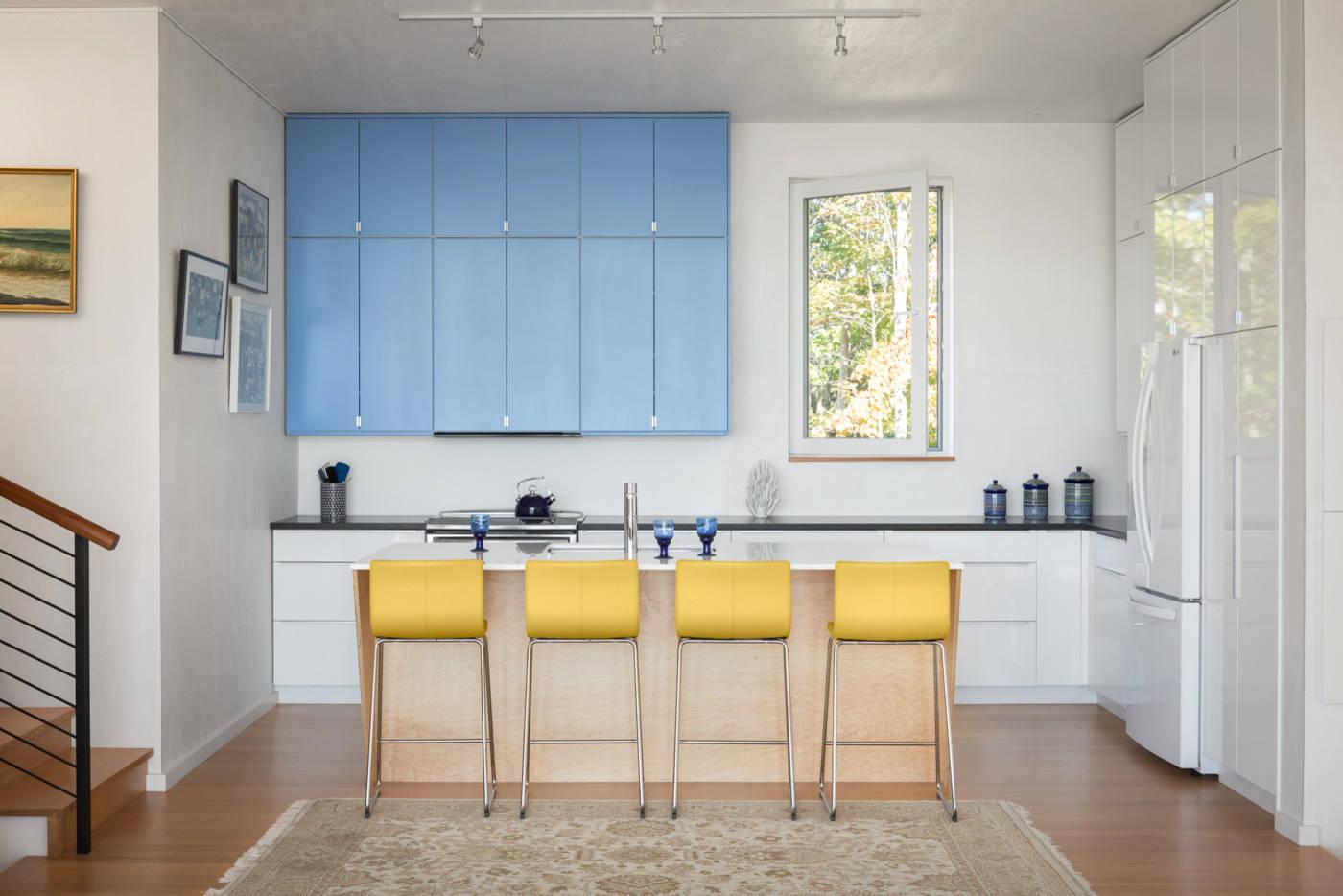 Желтая мебель вносит интересное цветовое разнообразие